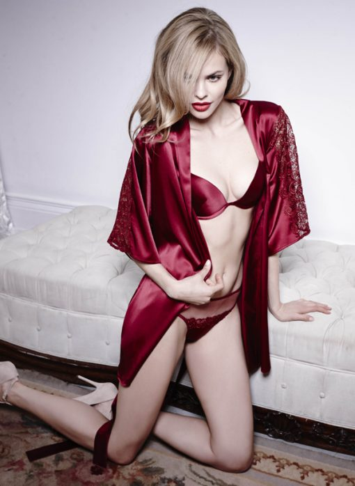 Short in length with a slinky silk belt to cinch up the waist, this glamorous red robe fits in all the right places to flatter and enhance your body.