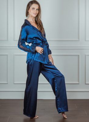 Smooth and elegant Turkish satin makes for the perfect nightwear and Zumruduanka the Belle De La Nuit Pyjama Set is a true example of this.