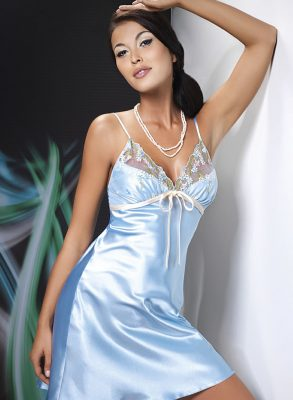 TThis erotic Grace cream satin nightdress has a loosely fitted top and adjustable straps.