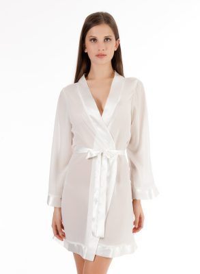 The Bluebella Chiffon Kimono is a must-have item to complete your favourite lingerie looks.